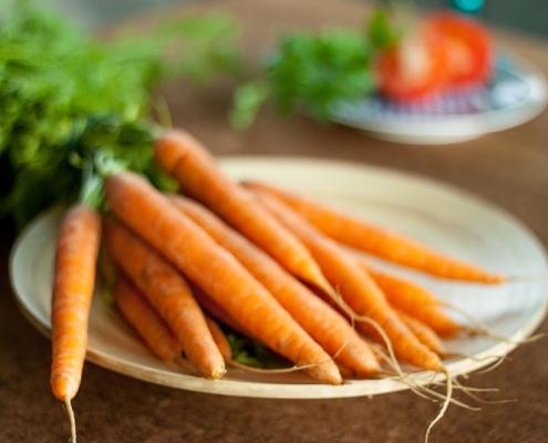 erbsen und moehren eintopf zubereiten verfeinern und wuertzen gesund erbsen und moehren kalorien