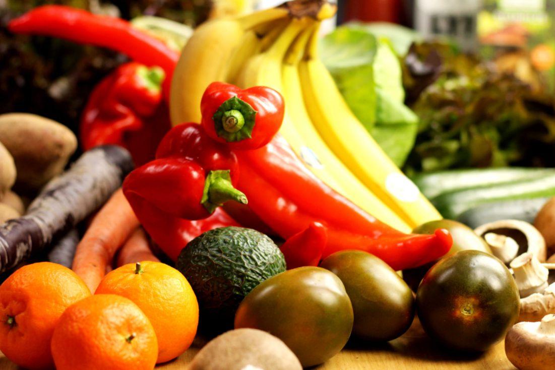 großhandel-köln-bio-obst-und-gemüse-online-kaufen-paprika-banane-clementine-tomate